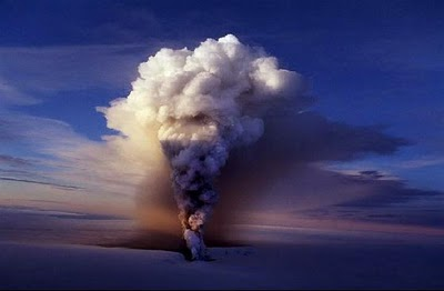 Icelandic-Volcano-Activity-Eyjafjallajokull-eruption1